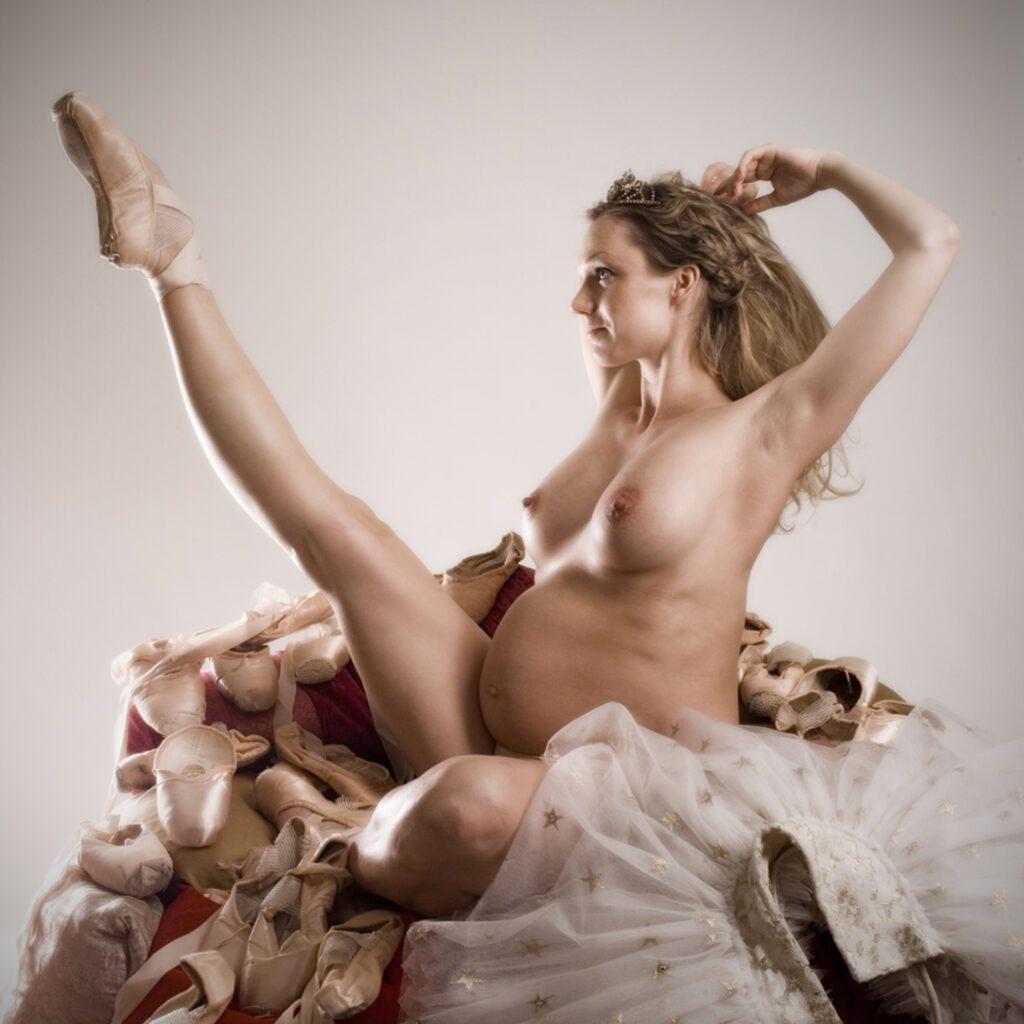 Pregnant ballerina Annika Lindqvist Photo: Ami Elsius